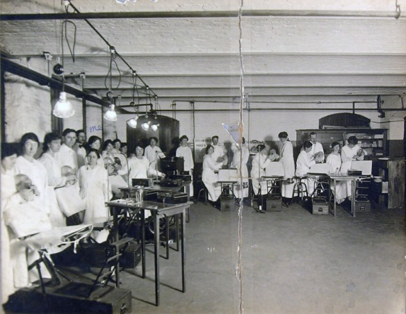 First dental hygiene class at the Fones School in 1913
