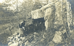 Sarah Bishop's Cave.  Photograph by Marie Kendall, ca. 1900.  The Connecticut Historical Society, 2000.178.180