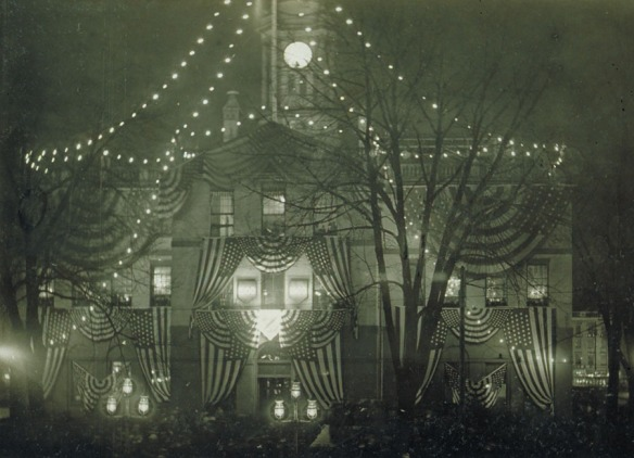 x.2000.28.28 Illumination of Old State House, Hartford, December 31, 1900