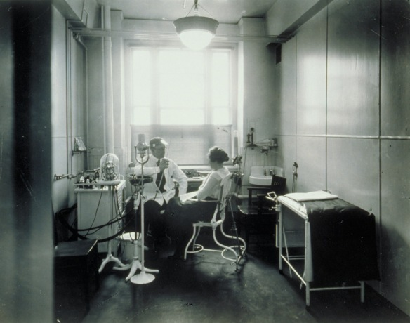 Dentist's office for employees, Cheney Brothers, Manchester, 1918. Connecticut Historical Society collections.